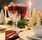 Рождественское праздничное застолье при свечах
