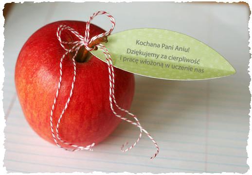 Яблоко для учителя с оригинальным поздравлением