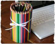 Органайзер для учителя из склеенных карандашей