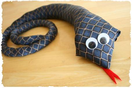 Змея из галстука для папы