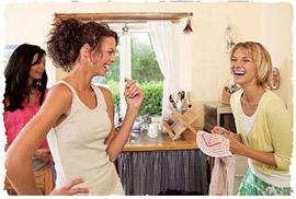 Веселье гостей у окошка
