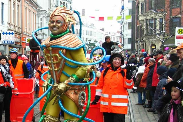 Праздничное шествие на фестивале в Бремене