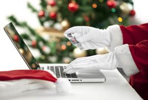 Дед Мороз покупает подарок для ребенка через интернет