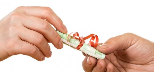 Рулон денег в подарок